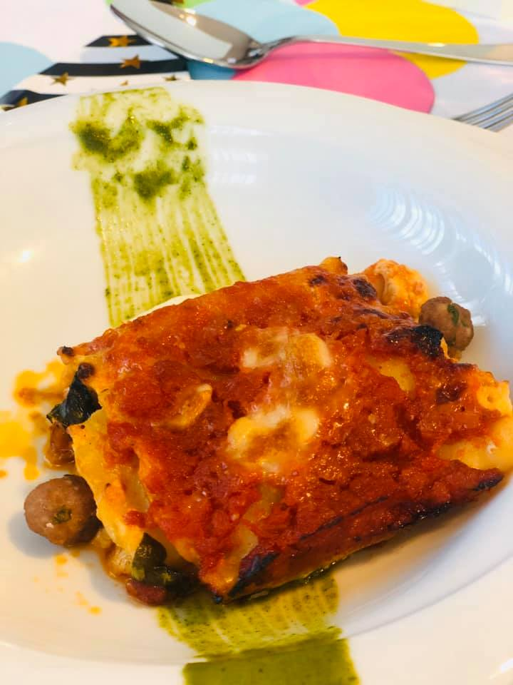 Piatto con lasagna